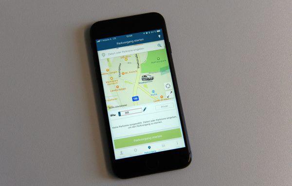 In einigen Städten und Gemeinden kann ab sofort das Parkticket übers Smartphone gelöst werden.Stadt dornbirn