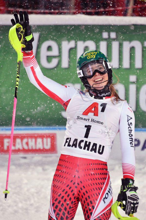 Katharina Liensberger steht zum ersten Mal in ihrer Karriere auf einem Weltcuppodest. Die Göfnerin lässt sich beim Heimrennen in Flachau auch von einer Bauchgrippe nicht stoppen und wird Dritte.Gepa
