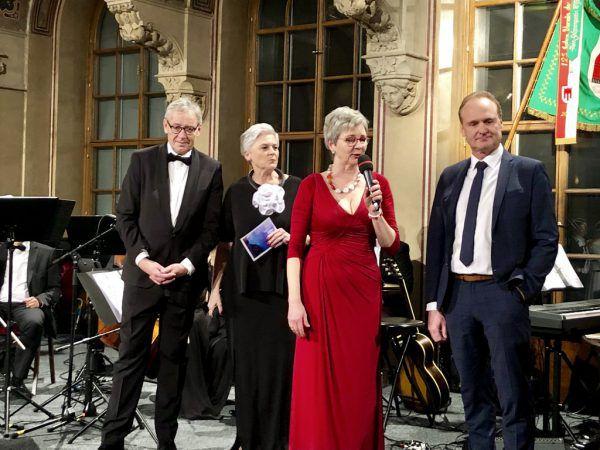 Landesstatthalter Karlheinz Rüdisser, Lisbeth Bischoff, Ulrike Kinz-Willam und Guido Flatz. (v.l.).