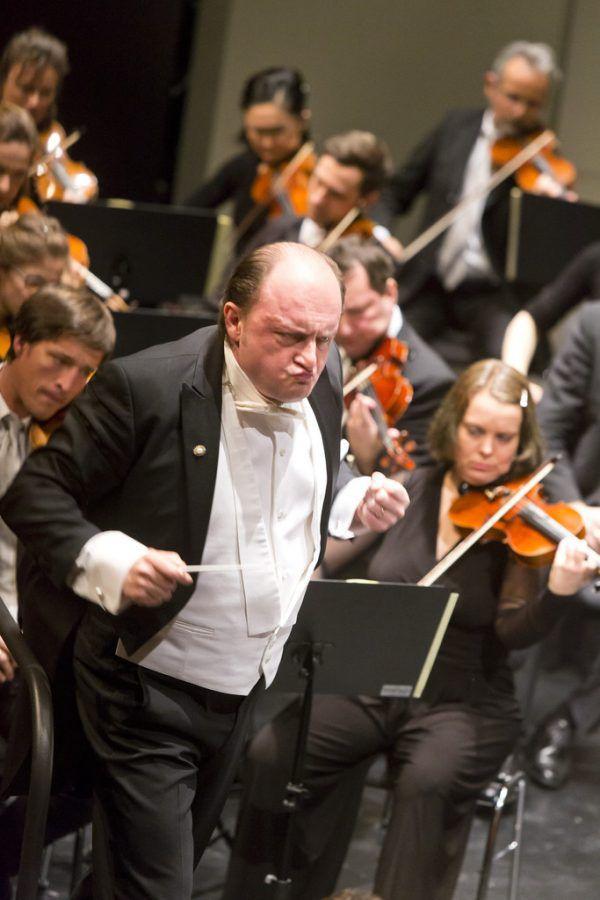 Links Mezzosopranistin Hanna Hipp, oben Dirigent François Leleux.Mathis Fotografie (3)