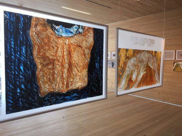 Maurizio Bonatos Werke im Frauenmuseum. Kleines Bild oben: Der Künstler mit Museumsdirektorin Stefania Pitscheider Soraperra.Lisa Kammann (3)