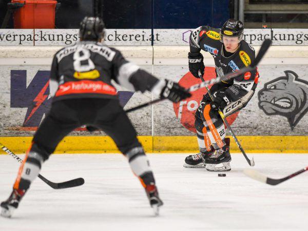 Philipp Pöschmann (l.) ist für seine Teamkollegen eine lohnende Anspielstation.Gepa/Lerch