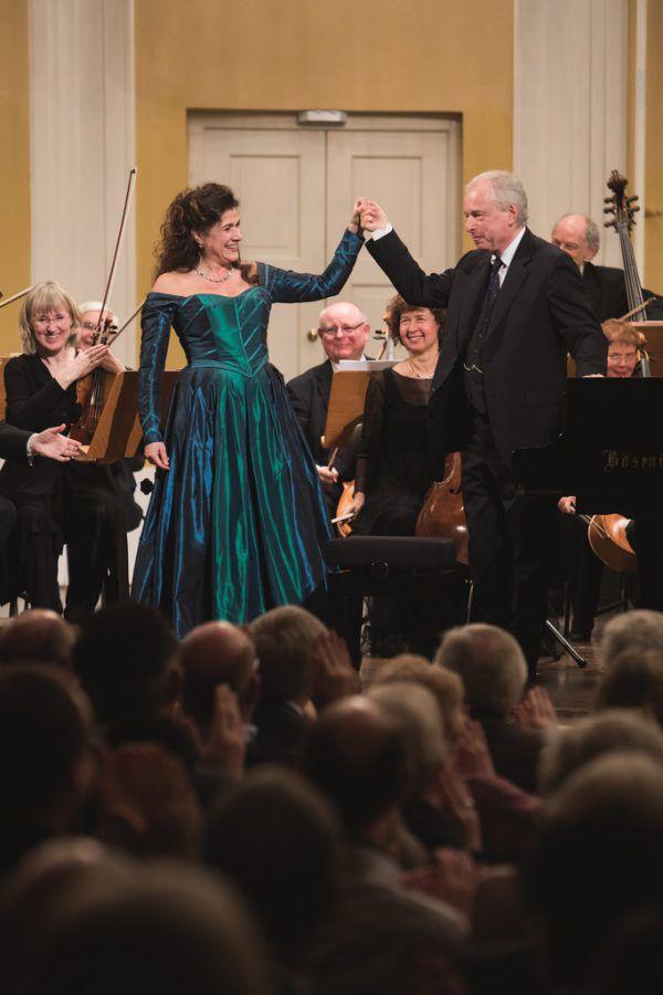 """""""T.H.A.M.O.S."""" zeigte sich bei der Mozartwoche in Salzburg als überfrachtete Produktion. Oben: Cecilia Bartoli und András Schiff nach dem Konzert. APA (1)/Wolfgang Lienbacher (1)"""