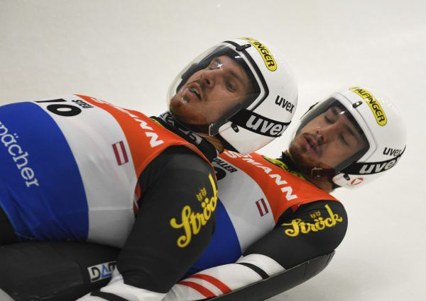 Thomas Steu (l.) und Lorenz Koller haben alles im Blick.AP
