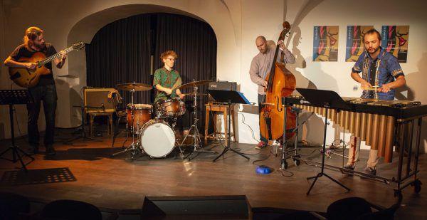 Überzeugende Performance des Quartetts, das Publikum hatte Spaß. Rechts am Vibrafon David Soyza.Daniel Ongaretto-Furxer