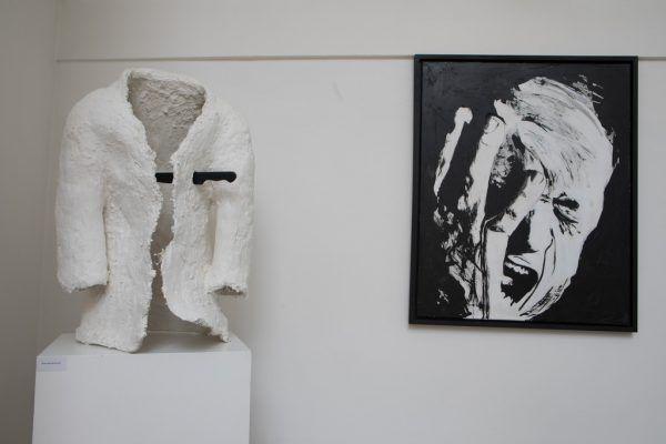 Werke von Rainer Schneider (Bild rechts), Peter Langebner (links oben) und Alessa Brossmer. Klaus Hartinger (3)
