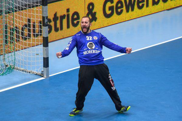"""Bei Bregenz müssen die Jungen wie Severin Lampert (l.) in die Bresche springen. In Hard ist der Einsatz von """"Hexer"""" Golub Doknic (oben) fraglich.Gepa/Lerch (2)"""