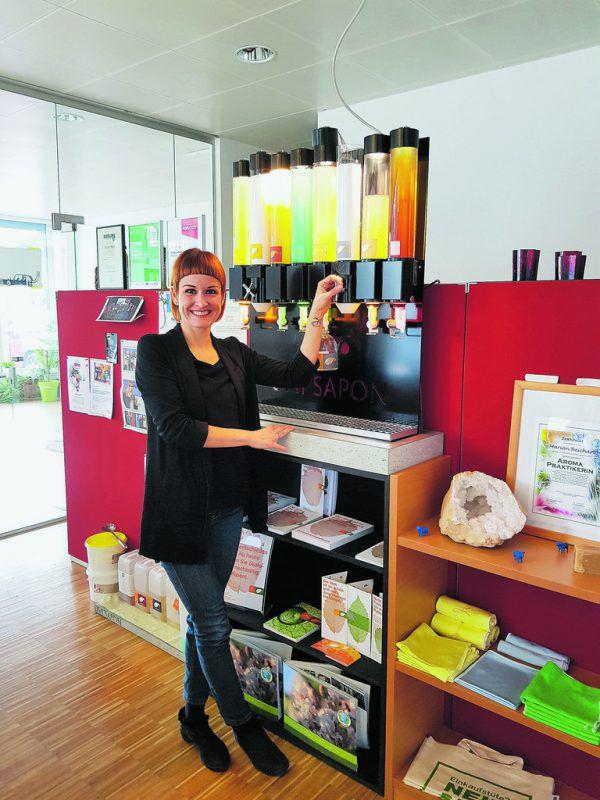 Marion Reichart setzt auf Nachhaltigkeit: die Flaschen für Reinigungsmittel können neu befüllt werden.Gertraud Höfle-Peter