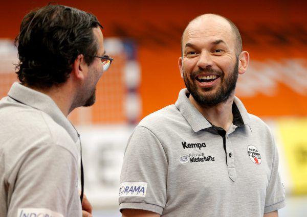 Hard-Trainer Klaus Gärtner (oben) geht positiv ins Halbfinale, auch weil sein Kapitän Dominik Schmid (l.) wieder mit dabei ist.Gepa, Gepa/Lerch