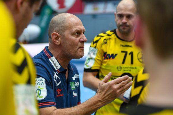 Markus Burger steht nach seiner Hüft-OP wieder an der Seitenlinie.Gepa/Lerch
