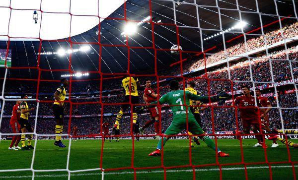 Oben köpft Hummels zum 1:0 ein, unten jubeln Ribery und Ulreich über das 3:0. Reuters (3)