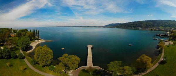 An zehn Stellen rund um die Bregenzer Bucht werden im Sommer Proben genommen.Drohnenfoto Klaus Hartinger