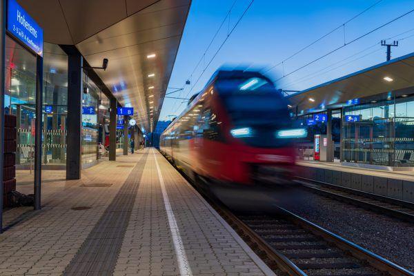 Der öffentliche Verkehr soll weiter ausgebautund die Bahnhöfe zu mobilen Drehscheiben werden.Dietmar Stiplovsek