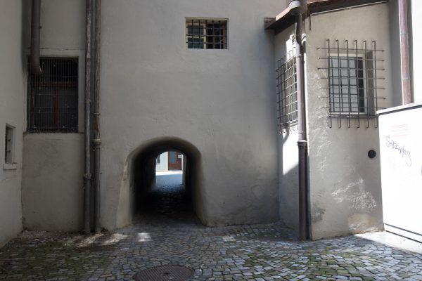 Die kleine Gasse hinterm Feldkircher Rathaus wird nach Arthur Conan Doyle benannt. Hartinger (2), Privat (2)