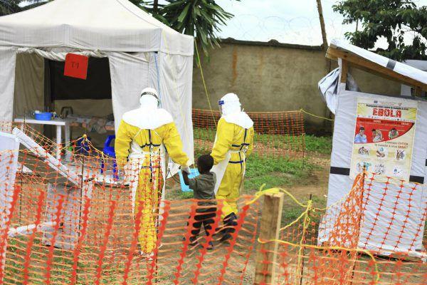 Gesundheitssysteme müssen gestärkt werden, um Ebola wie im Kongo einzudämmen.AP