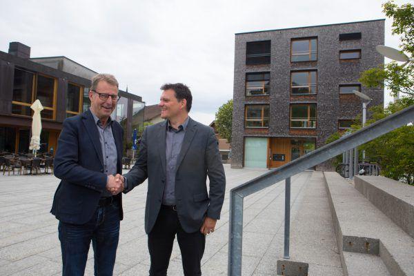 Manfred Flatz (l.) mit seinem Nachfolger Thomas Schierle.Klaus Hartinger
