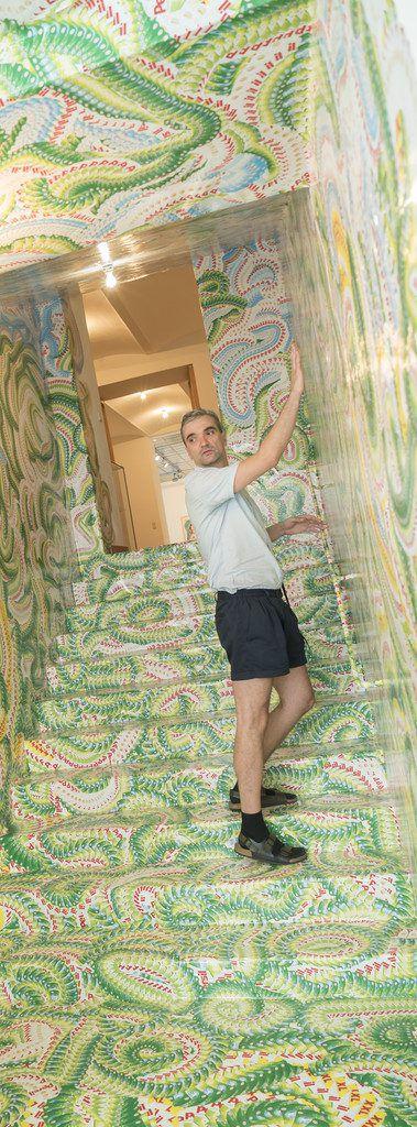 Milan Mladenovic in einer seiner Rauminstallationen. APA