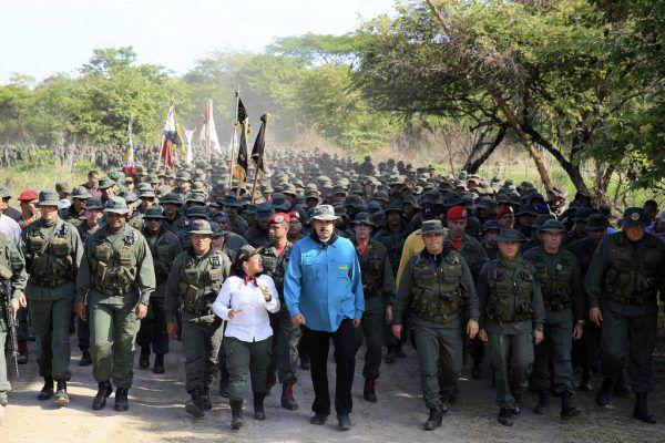 Noch steht die Armee hinter Staatschef Maduro.AP