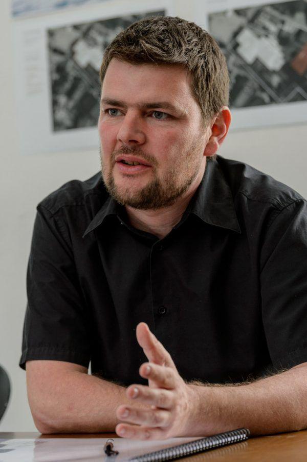 Architekt Bernardo Bader mit dem Neubau-Modell.Stiplovsek, Bader