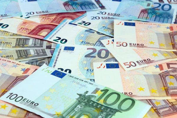 Ab Montag können Zuschüsse aus dem Soforthilfefonds bei der Wirtschaftskammer und Arbeiterkammer beantragt werden.Shutterstock