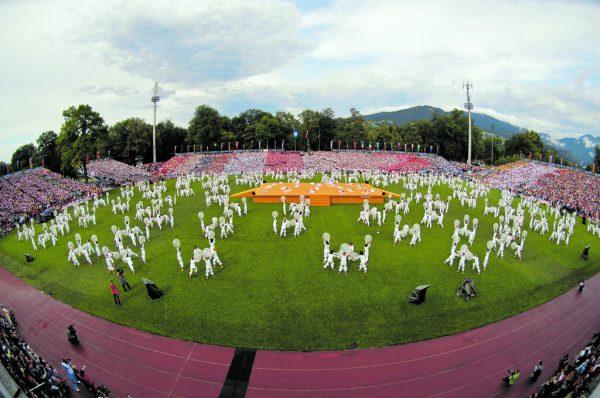 Bereits bei der Eröffnungsfeier 2007 verwandelte sich die Birkenwiese in eine große Turnparty mit 25.000 Zuschauern.Archiv/Stiplovsek