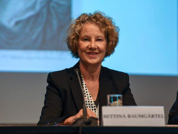 Blick in die Ausstellung im vorarlberg museum. Bild unten rechts: Kuratorin und Kauffmann-Expertin Bettina Baumgärtel.Oliver Lerch (3)