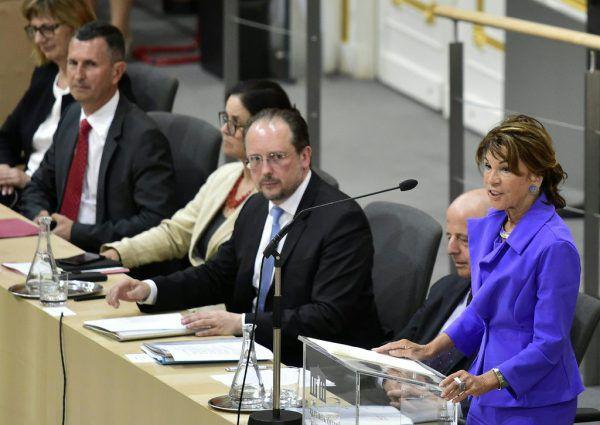 Bundeskanzlerin Brigitte Bierlein bemühte sich bei ihrer Rede im Nationalrat um Harmonie.APA