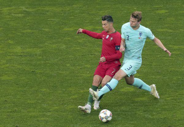 De Ligt (r.) und Ronaldo werden Teamkollegen bei Juve.AP