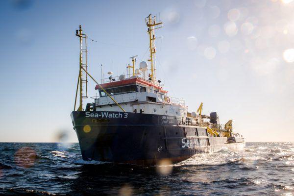 Die Crew berichtete via Nachrichtendienst Twitter über die schwierige Lage an Bord. Reuters
