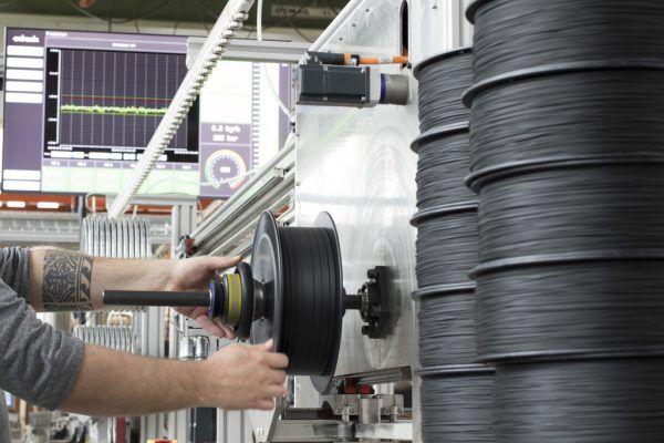 Schmelzfäden für 3D-Drucker werden bei Extrudr hergestellt.