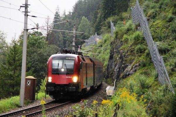 Züge fahren wieder planmäßig. ÖBB