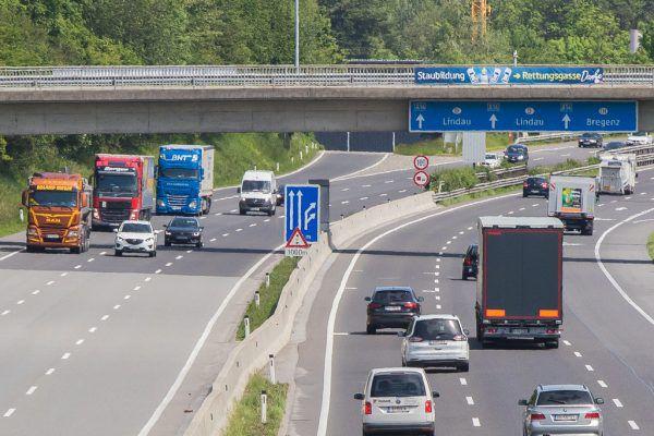 Zwischen Pfändertunnel und Grenzübergang werden Lkw künftig während der Fahrt gewogen.Steurer