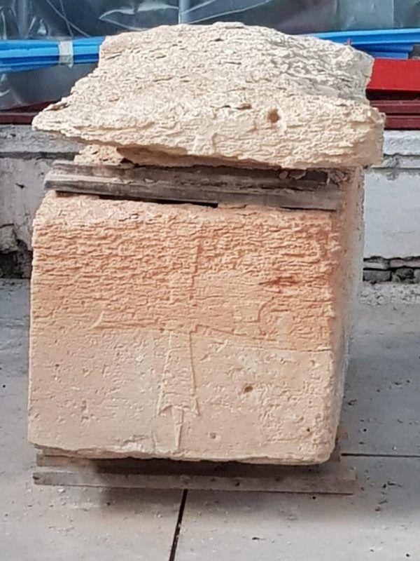 Der bei Arbeiten entdeckte Sarkophag. Daniele Mattiangeli