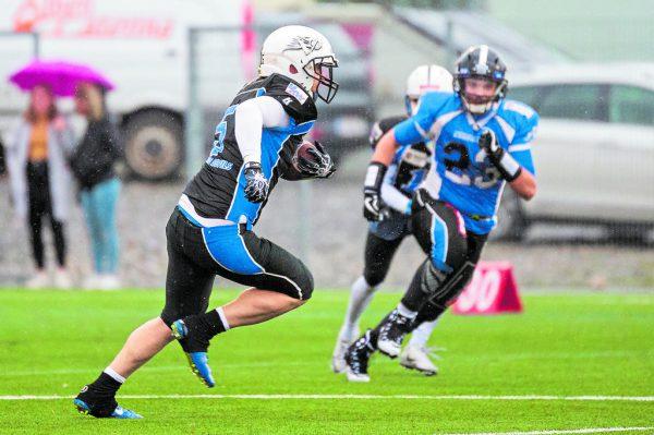 Die Blue Devils (in Schwarz) wollen heute mit einem Erfolg in das Endspiel, der sogenannten Silver Bowl, einziehen.stiplovsek