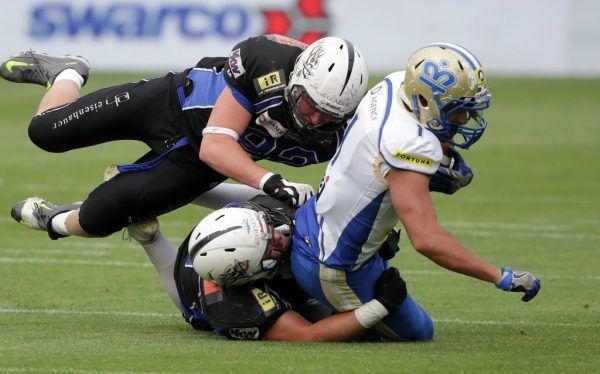 Die Defensive der Blue Devils (in Schwarz) wurde im Silver Bowl für den großen Favoriten zur unüberwindbaren Hürde.gepa