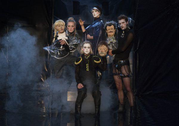 """Die letzte Besetzung der Truppe in """"Hamlet"""". Bild oben: Thomas A. Welte.Shakespeare am berg (2)"""