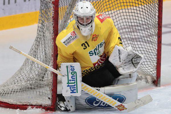 Junggoalie Tschrepitsch wird sowohl beim DEC in der EBEL als auch bei den Wäldern in der AHL spielen.GEPA