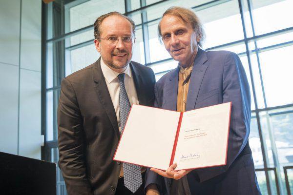 Michel Houellebecq (r.) und Kulturminister Schallenberg. apa