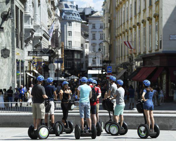 Touristenmassen verstopfen immer stärker die Wiener Innenstadt.Apa