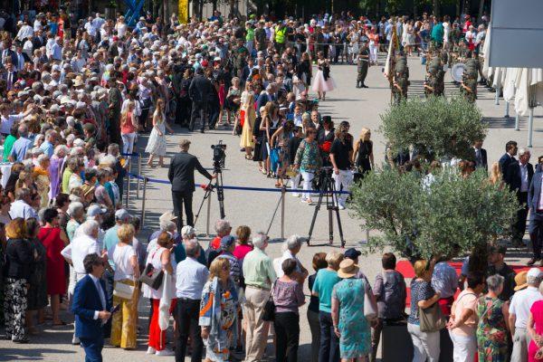 Um den Einmarsch zu bewundern, sind zahlreiche Gäste gekommen.Dietmar Stiplovsek (7), Geissler