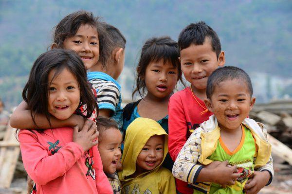 Die Einrichtung einer Nähschule, Schulkleidung und Schulmöbel für Kinder in Nepal werden mit den Spenden finanziert.Wolfgang Bartl