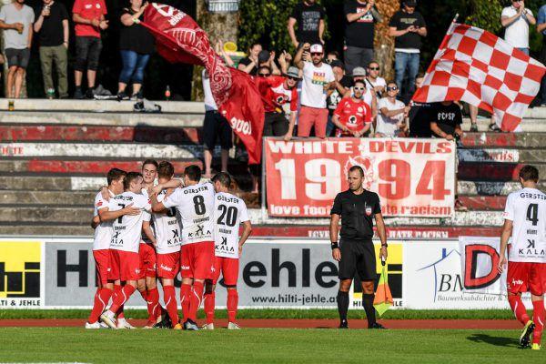 Große Freude bei Dornbirn und den Heimfans über den ersten Heimsieg der Saison.Oliver Lerch (2)
