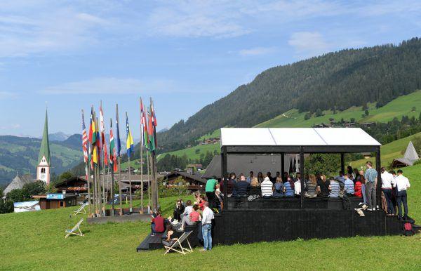 Im idyllischen Tiroler Bergdorf wird wieder heftig diskutiert.  apa