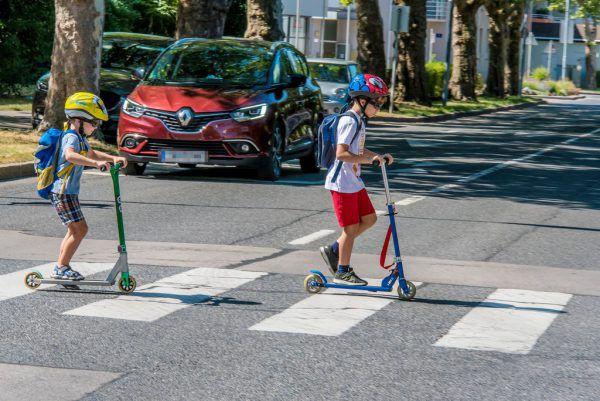 ÖAMTC-Experten empfehlen das Einführen von Straßenquerungs-Trainings für Schüler. Symbolbild/Sicheres Vorarlberg