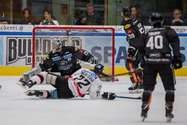 Beim dritten Treffer überlistete Berisha Bulldogs-Keeper Rasmus Rinne.Dietmar Stiplovsek (3)