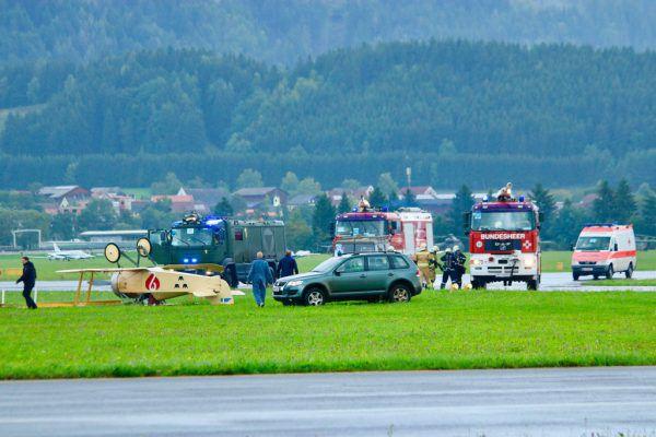 Das Flugzeug kippte beim Landen nach einem Windstoß um.APA/BUNDESHEER/MILB