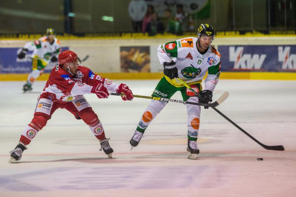 Der Saisonstart verlief für Lustenau und Matt Carter (r.) noch nicht nach Wunsch.Dietmar Stiplovsek