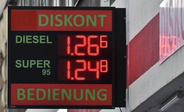 Diesel- und Bezinpreis stieg zwischen zwei und drei Cent. APA