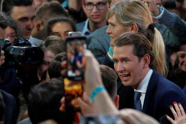 Ex-Kanzler Sebastian Kurz hat mit seiner ÖVP einen triumphalen Sieg errungen – ihm drohen aber schwierige Koalitionsverhandlungen.APA
