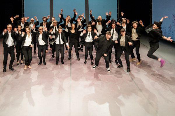 Grund zum Feiern hat das aktionstheater ensemble offenbar – die vergangenen Stücke waren sehr erfolgreich. Stefan hauer
